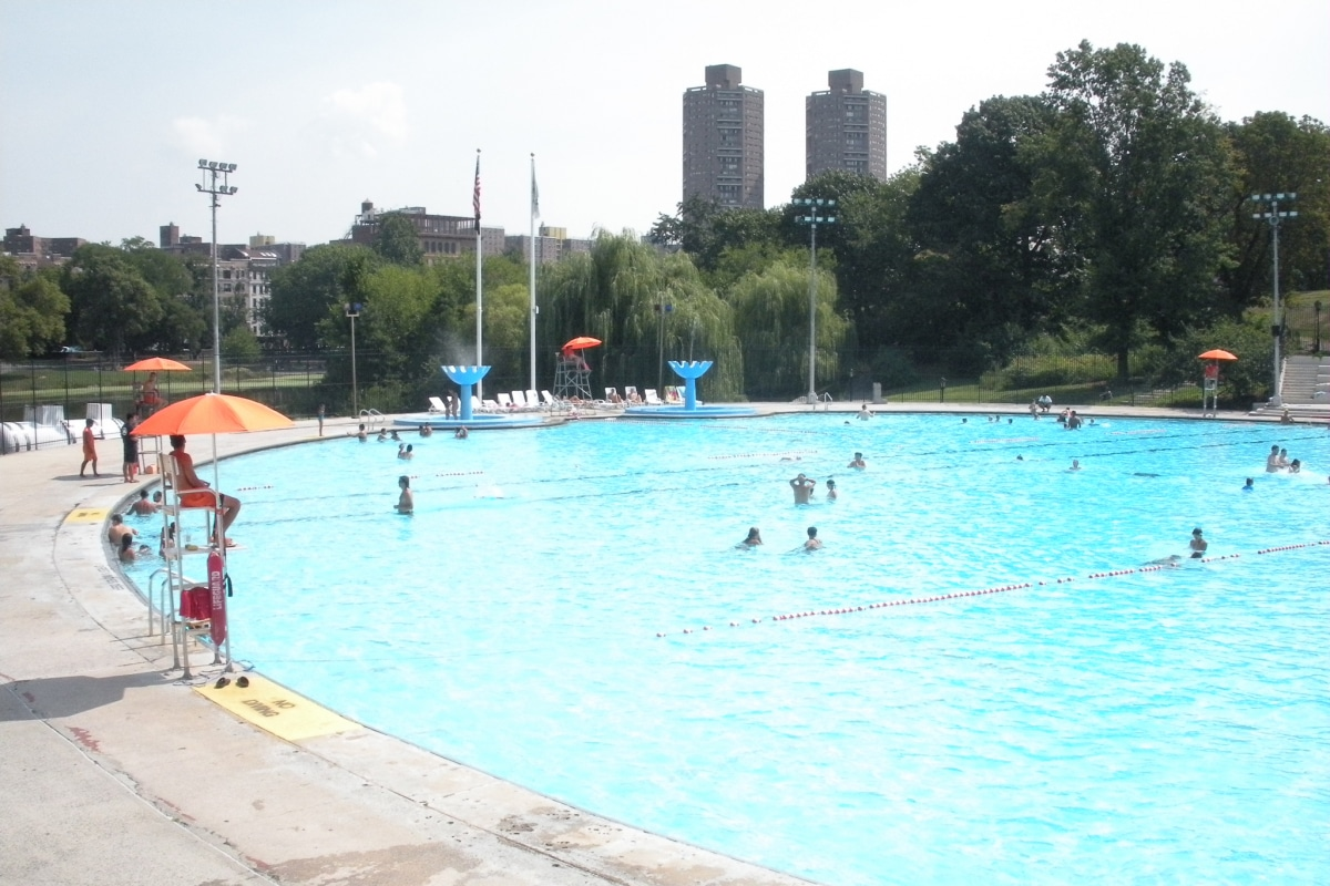 New york 39 s best public swimming pools take new york tours - Sportspark swimming pool new york ny ...