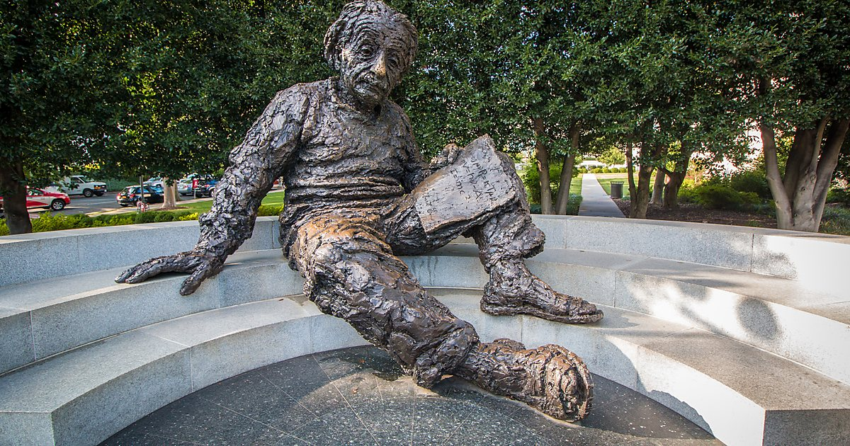 Monument to Albert Einstein